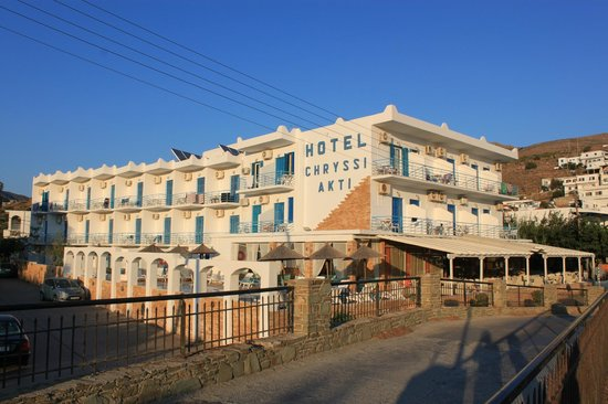 Hotel Chryssi Akti: hotel from the beach