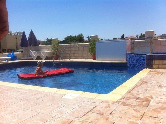 Marios Apartments: Pool