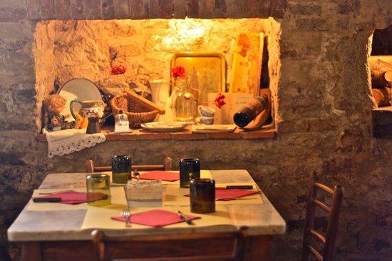 Just in Tuscany  Day Tours: cozy interiors of Il Loggiato