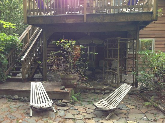 Manitou Lodge Bed and Breakfast: Our Private Patio at Manitou Lodge