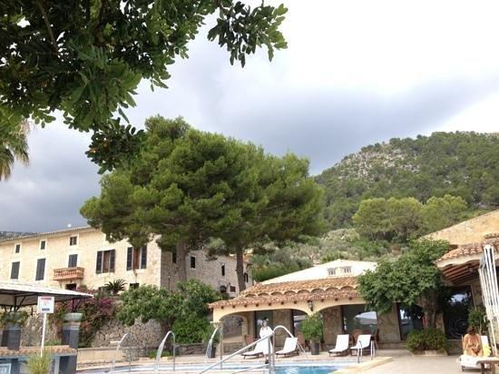 Hotel Rural & Spa Monnaber Nou: vom Pool mit Blick auf's Hotel