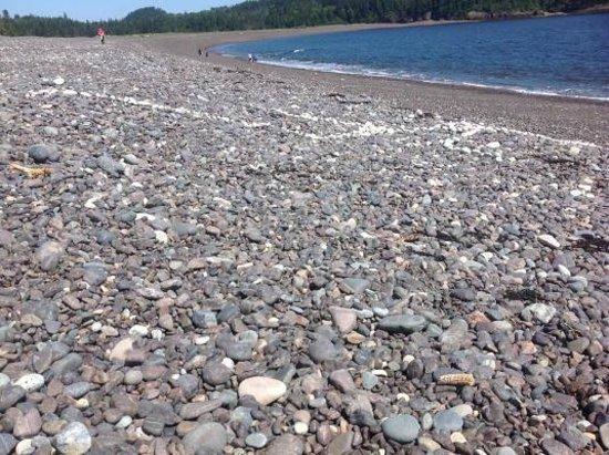 Jasper Beach : White line in the sea of rocks
