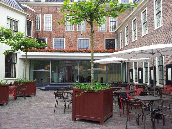 Prinsenhof Hotel: Front yard