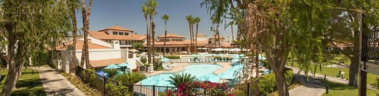 Omni Rancho Las Palmas Resort & Spa: Panoramic shot of the azure pool and Blu Ember restaurant beyond