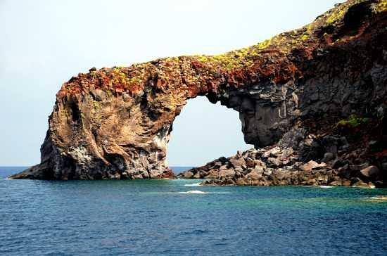 """Malfa, Italia: il """"perciato"""" lo puoi vedere solo andando in barca :-)"""