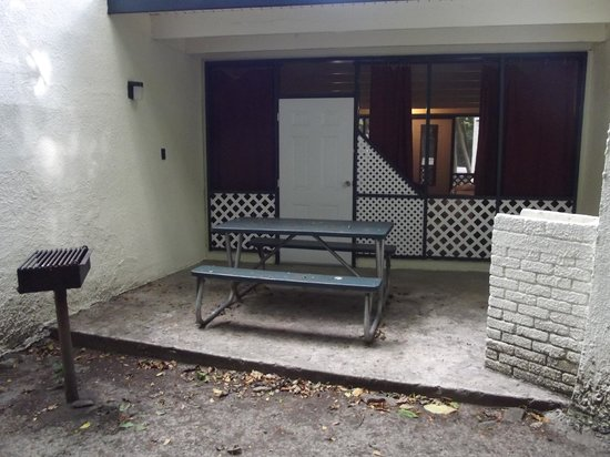 Cinnamon Bay Campground : Back porch with charcoal grill and picnic table