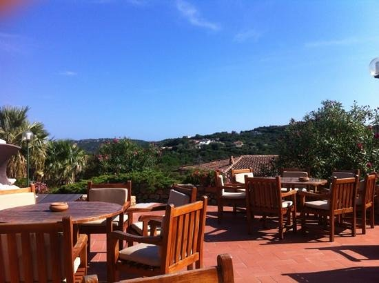 Hotel Le Ginestre: view from the patio