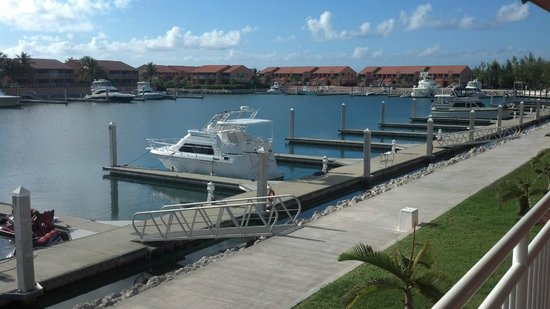Bimini Sands Resort and Marina: Balcony view from our upstairs condo