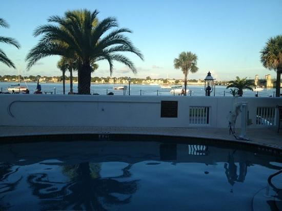 هيلتون سانت أوجوستين هيستوريك بايفرونت: View from our window. room 141 has private pool access.