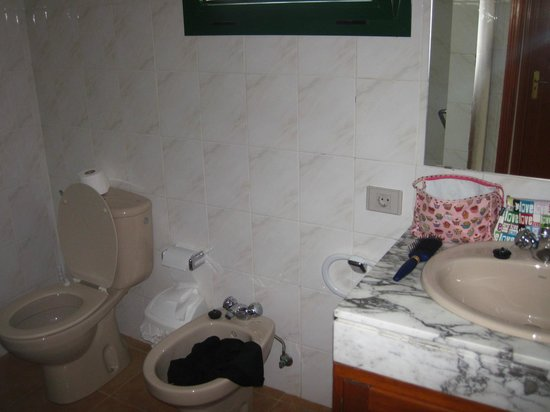 Hyde Park Lane: Bathroom - Excuse the mess!