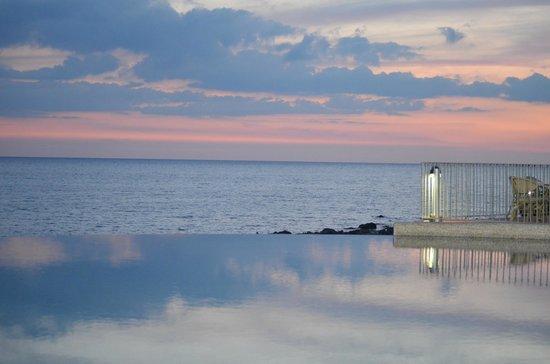 Baia del Silenzio : ...mare e  ...piscina