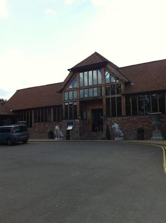 Old Thorns Manor Hotel & Golf Course : hotel front deceptive of the luxury inside