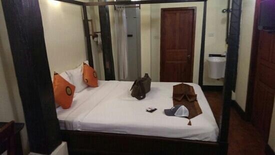 Aham Corner Guesthouse (Aussie Sports Bar & Guesthouse): Standard room