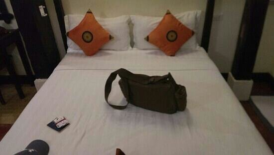 Aham Corner Guesthouse (Aussie Sports Bar & Guesthouse): very comfortable bed