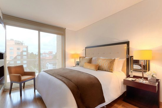 93 Luxury Suites & Residences: Master Room-Emerald