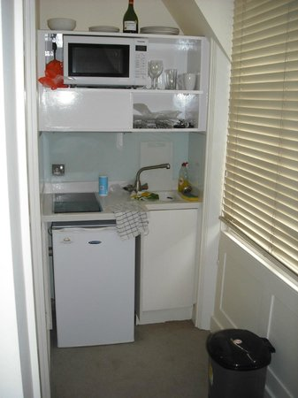 Lower Belgrave Street Apartments : Cocina