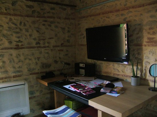 Bastide Le Petit Clos: TV und Schreibtisch