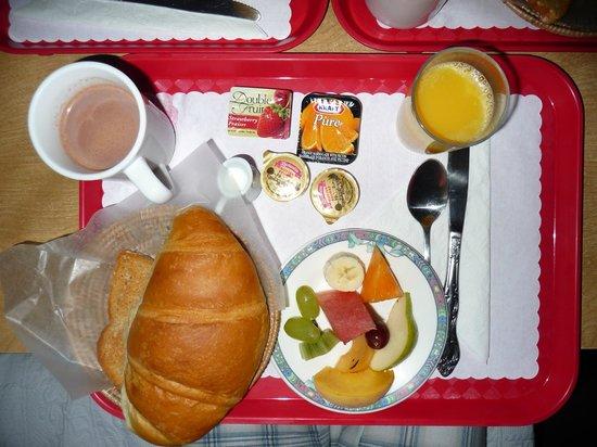 Au Petit Hotel : Déjeuner continental