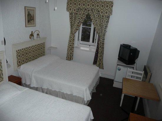 Au Petit Hotel : Chambre 3 personnes