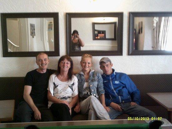 أردويك هاوس هوتل: From the left Steve, Sue, Mark and me Natalie