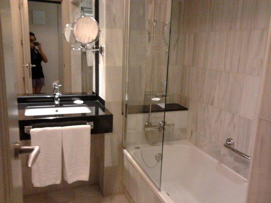 Leonardo Hotel Granada: Bagno