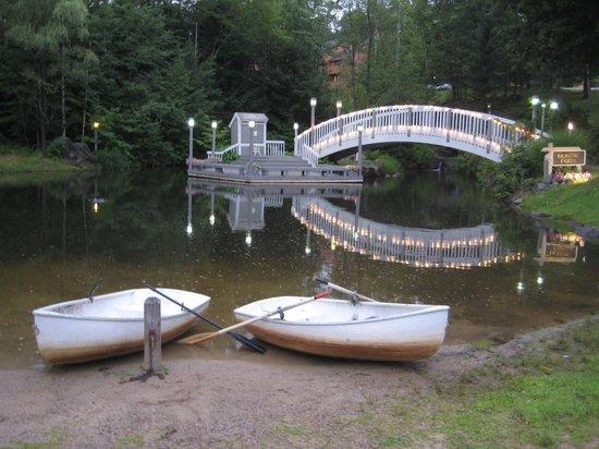 Nordic Village Resort: canoe for two