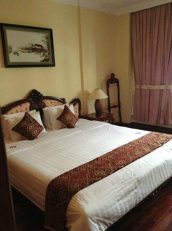 Hotel Saigon Morin: King size bed