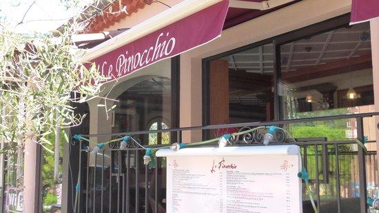 Le Pinocchio : la façade du restaurant