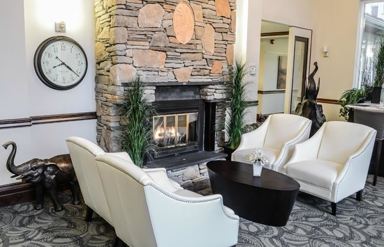 Elm Hurst Inn & Spa: The Lounge