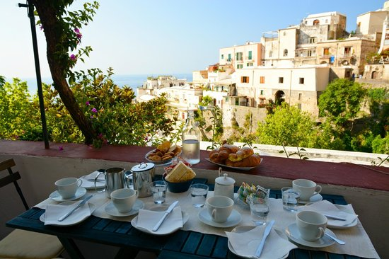 Dimora del Podesta: Breakfast at balcony