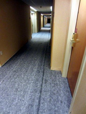 Hampton Inn Corydon: Hallway