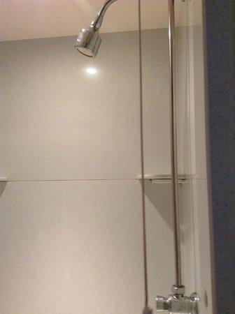 NosDa Hostel & Bar: shower