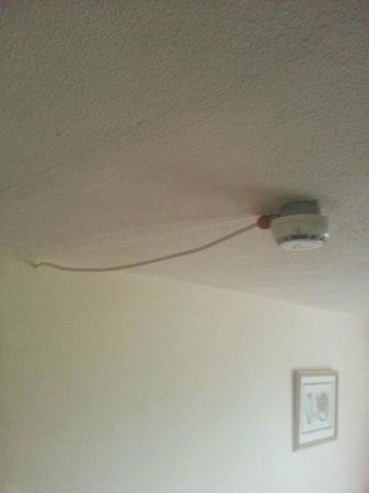 The George, Weldon: Smoke alarm with trailing cable