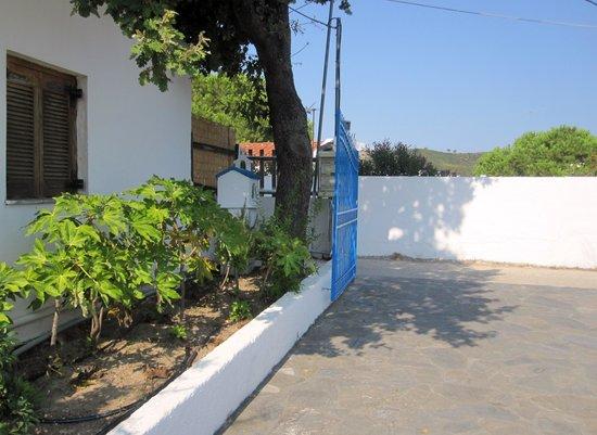 Xanthi Studios : Entrance