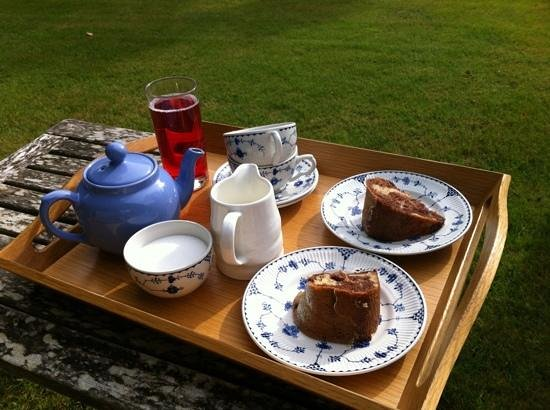 Ennys: Tea and cake in the beautiful gardens!