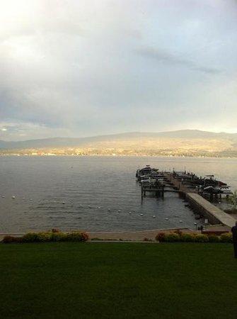 Casa Loma Lakeshore Resort : Great view of the Okanagan Lake.