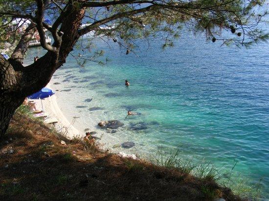 Perast, Czarnogóra: Petite plage près du musée