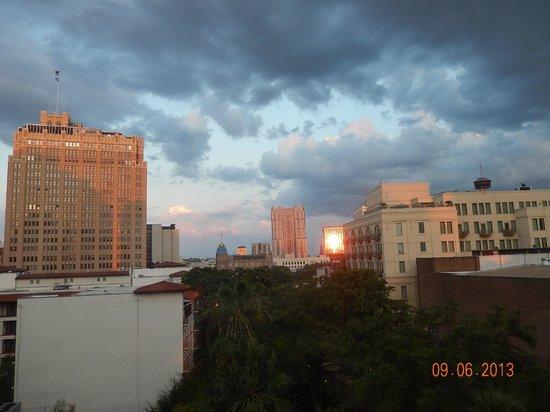 Drury Inn & Suites San Antonio Riverwalk: View from poolside window