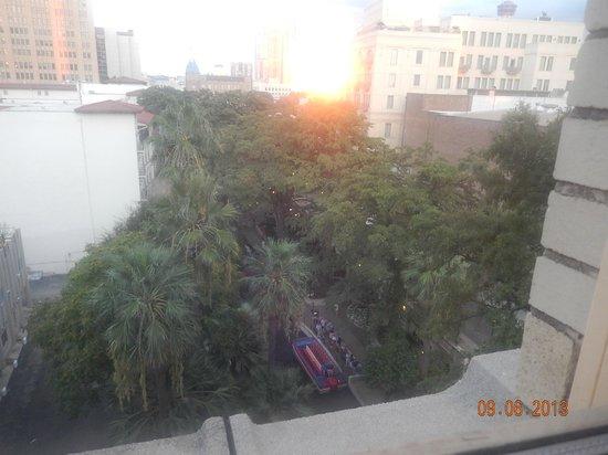 Drury Inn & Suites Riverwalk: View from poolside window