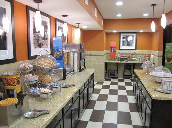 Hampton Inn & Suites Jamestown: Breakfast