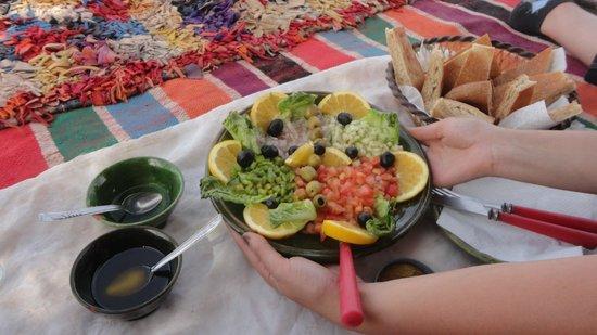 Kasbah Aladin : Déjeuner en plein désert