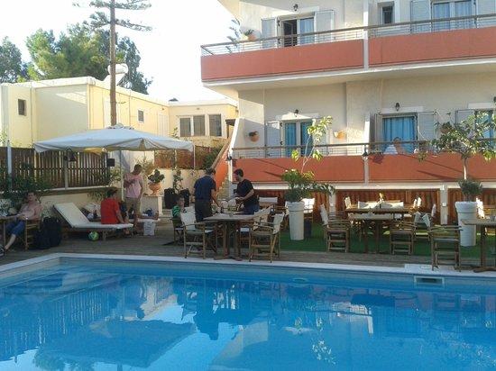 Talos Hotel Apartments : on prépare pour le diner