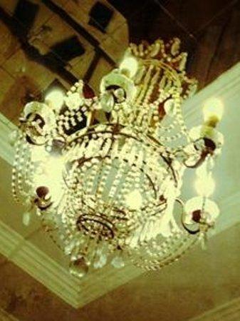 Hotel Alexander Palme: Vintage Style Chandelier