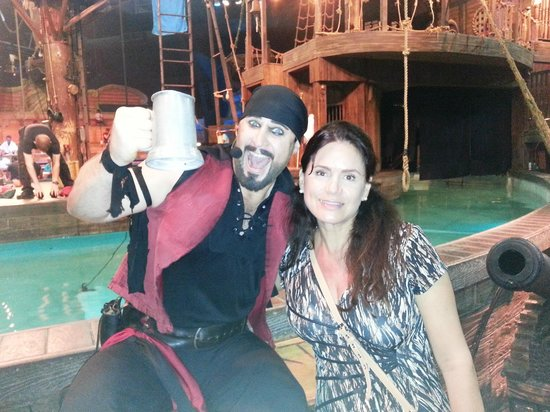 Pirates Dinner Adventure: A pirate wanted to stole my wife!