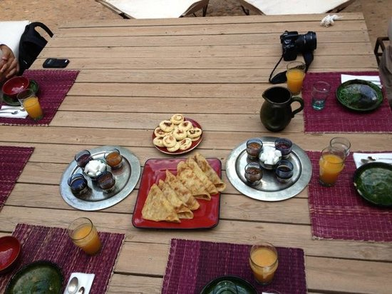 Choice 1 Tours: Great breakfast at the kasbah. Plenty of crepes, cakes, spreads, coffee , tea and juice..