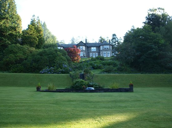 Merewood Country House Hotel: The gardens and the Hotel