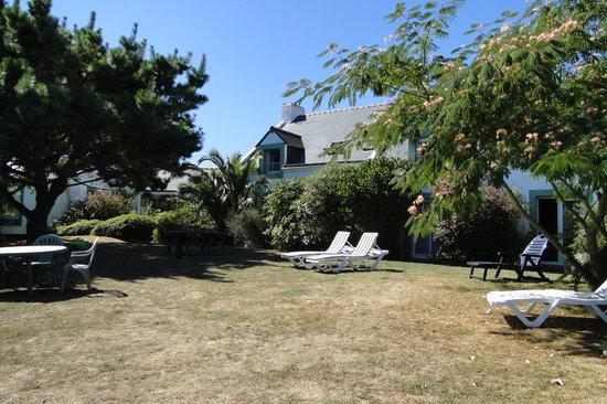 Hotel Aux Tamaris: Jardin