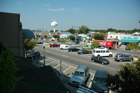 Avenue Inn & Spa: view of Rehoboth Ave from our balcony