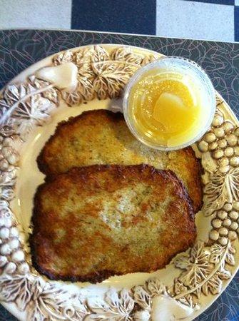 Polish Kitchen : potato pancakes with apple sauce