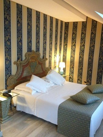 Hotel Pierre Milano: Bed